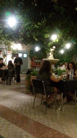 Restaurante La Estancia: Estupenda e íntima terracita