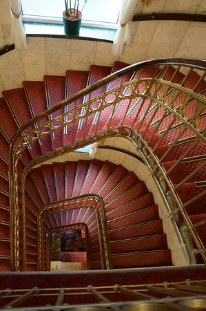 Hotel Erzherzog Rainer: лестница