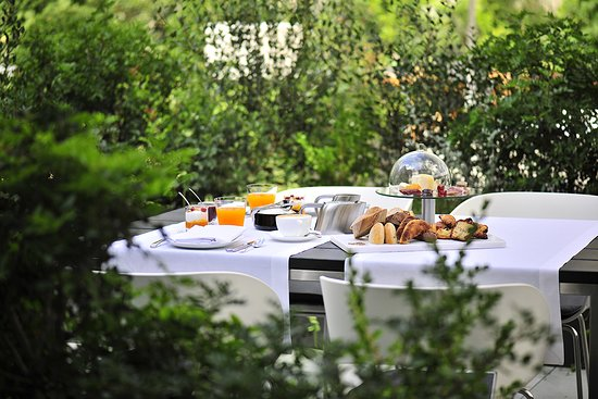 Alma Barcelona: Breakfast in Garden
