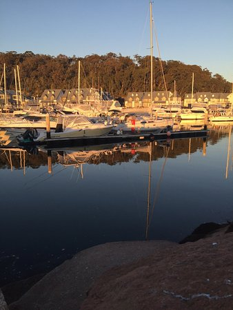 Corlette, Australia: Morning glass