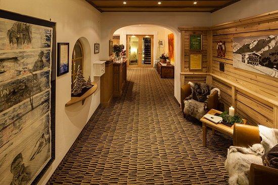 Hotel Montana: Hoteleingang