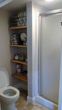 Bourne, MA: Bathroom ensuite - Cataumet room