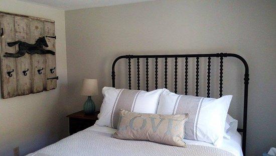 Bourne, MA: Cataumet room