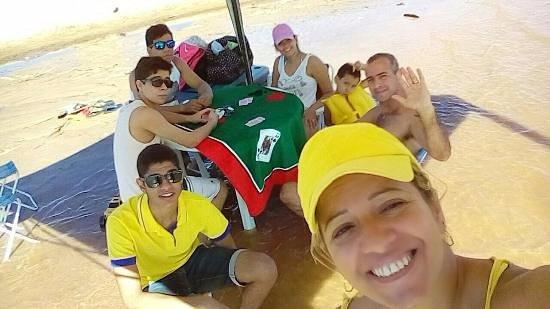 Sao Miguel Do Araguaia, GO: família na praia