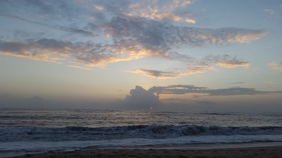 Marari Beach: Sunset view, marred by the clouds