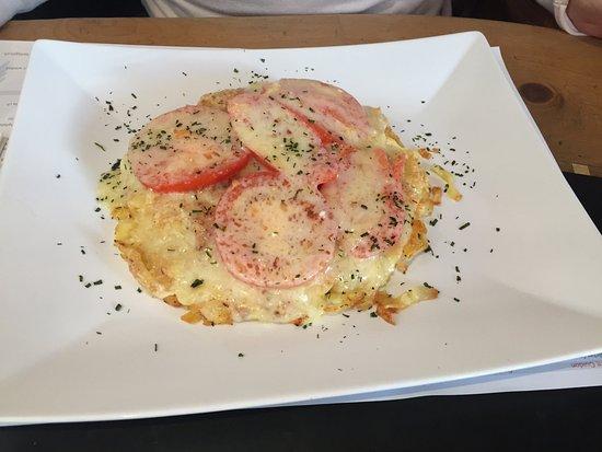 Bivio, Schweiz: rösti mit käse und tomate