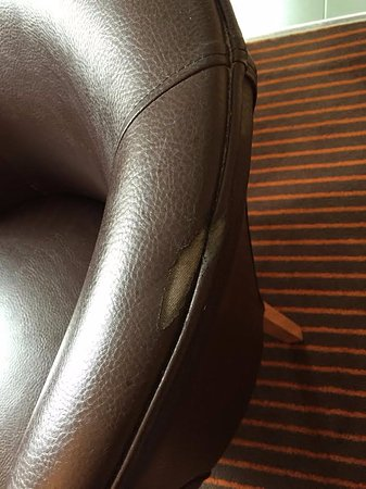 Hunton Bridge, UK: Damaged Chair in room