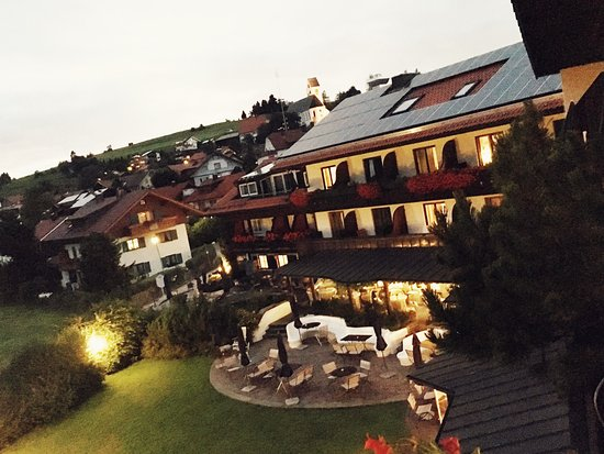 Oy-Mittelberg, Alemania: Very nice hotel with adorable view, nice people and great SPA service! Perfect for a beauty week