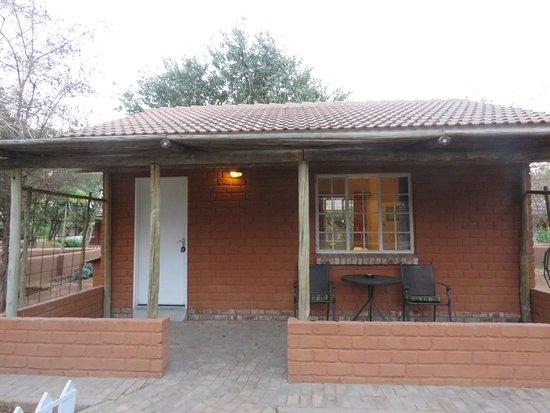 Khorixas, Namibia: Our little house with own mini garden