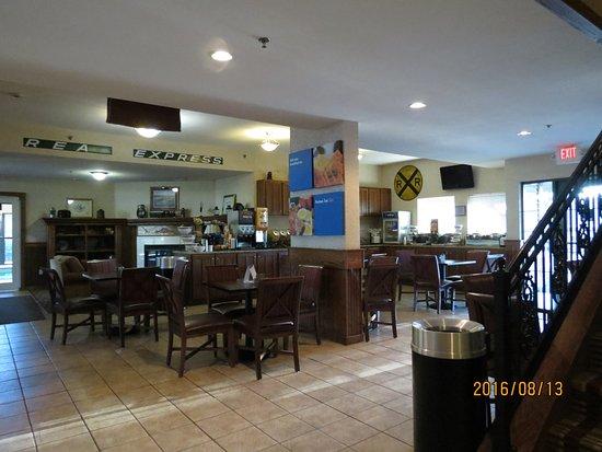 Comfort Inn Warrensburg Station : Breakfast area