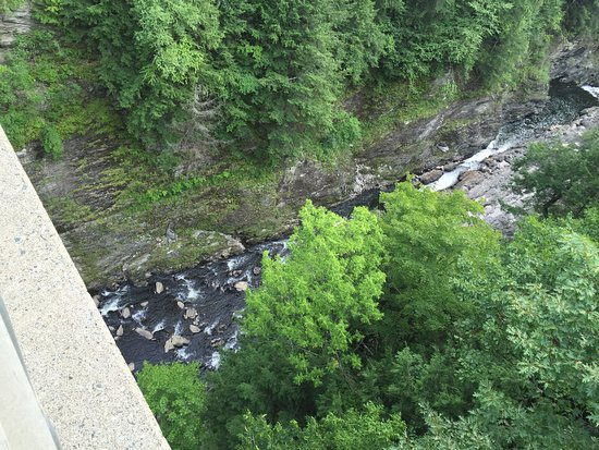 Quechee, VT: Looking down into the gorge from the Rt. 4 bridge