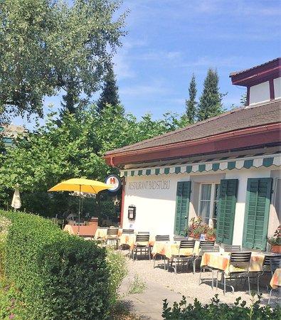 Schinznach Bad, Suiza: Gartenrestaurant vorne