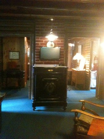 Coupeville, WA: This is the only TV on the second floor of the main lodge