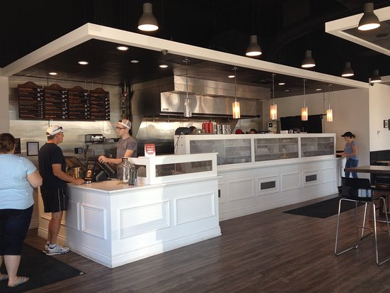 Barrie, Kanada: View of the ordering area and grill
