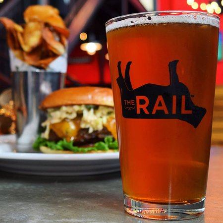 Strongsville, Οχάιο: Creating happiness one burger and beer at a time