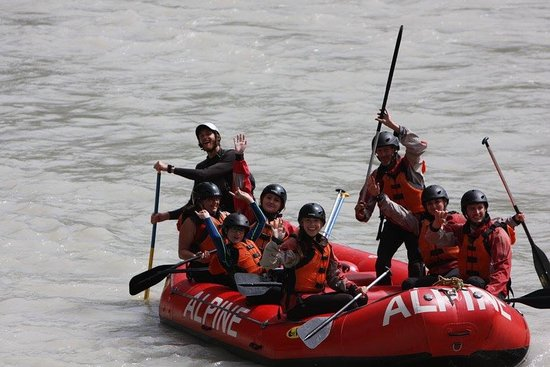 Golden, Canada: Family rafting with a great guide Mark (he has the white helmet). My 12 year old son loved it !
