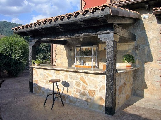Mini bar en el jard n picture of casa rural la for El jardin en casa