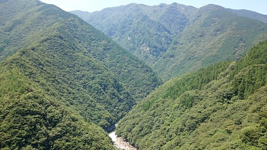 Iyakei Valley: 深い谷