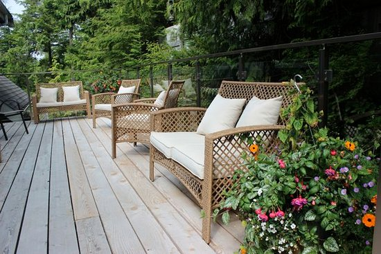 Cobble Wood & Bird Sanctuary Guest Houses: Sunset Deck