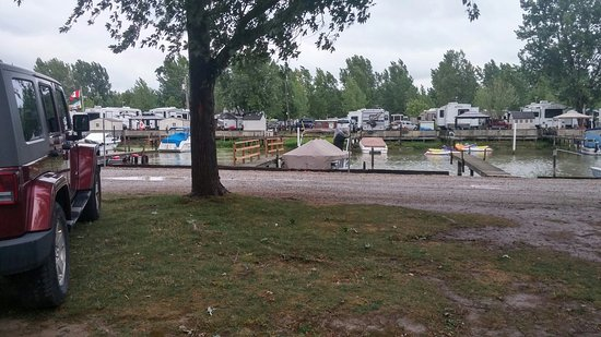 Sturgeon Woods Campground & Marina: A picture of our site back view and front view. The only fire we could sqeeze in lol and the bea