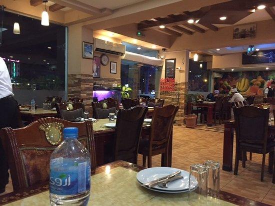 Turkish Diwan Restaurant: Interior looking towards the main entrance