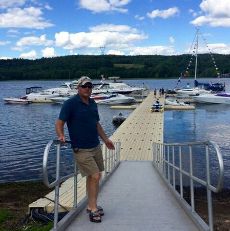 Evandale, Canada: The most helpful dock attendant on the St John River will be found here.