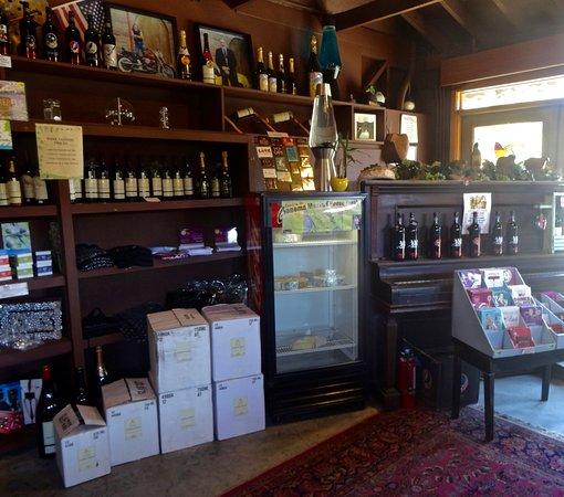 Point Reyes Vineyard Inn: The Tasting Room
