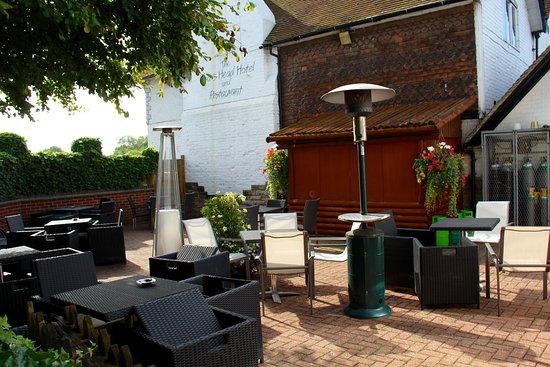 Draycott in the Clay, UK: Al Fresco dinning area .