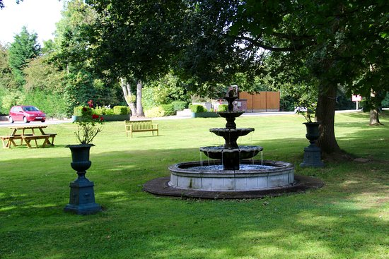Draycott in the Clay, UK: Grounds