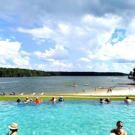 Greensboro, GA: Infinity pool that overlooks the lake!