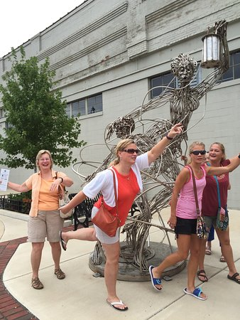 ‪Sculpture Walk Peoria‬