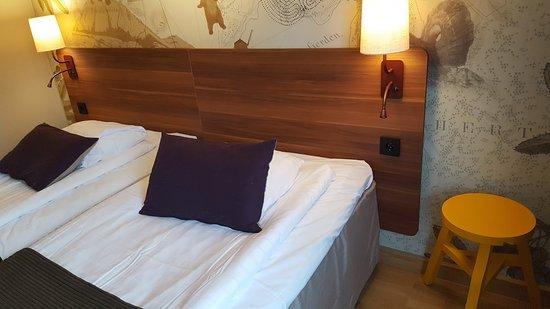 Pall Intill Sängen Somäven Fungerar Som Sängbord Bild Från Scandic Lulea North, Luleå