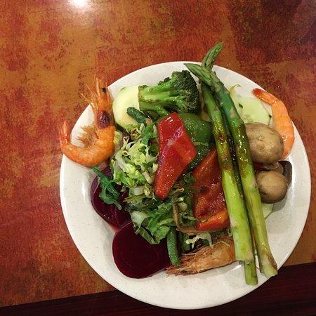 Phillipsburg, NJ: prawns and veggies