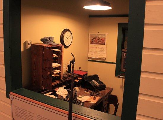 Mount Airy, Северная Каролина: Train master's Office