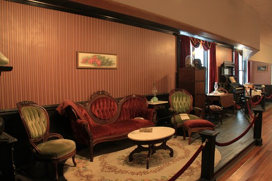Mount Airy, Carolina del Norte: Some Views of a Recreated Parlor