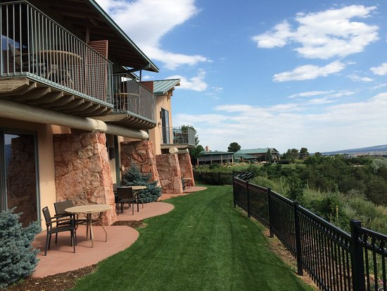 Garden of the Gods Club and Resort: View looking along the resort ground and second floor rooms.