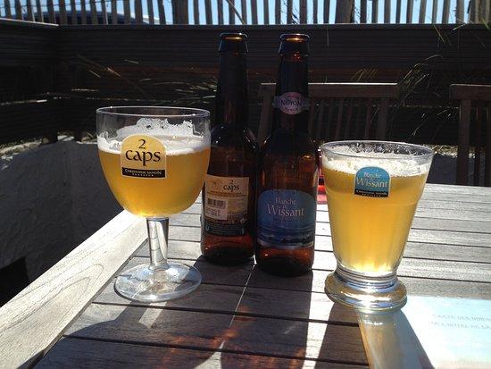 Hotel de la Plage : Lokale biertjes, gedronken op het 'strand'-terras...