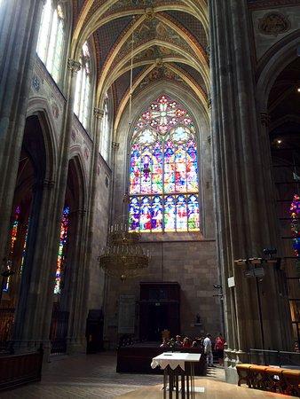Votivkirche (Votive Church) : Stained glass windows