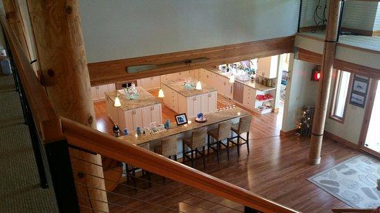 Shelton, WA: Room from balcony down to kitchen