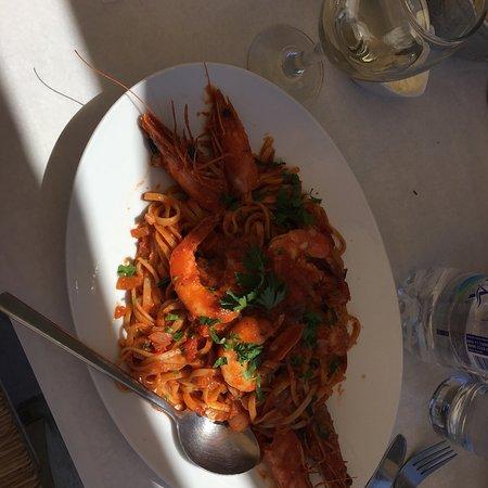 Piso Livadi, Grekland: Cameriere fantastico, menù ricco e tutto veramente buono. Solo complimenti per loro. Prezzo ones