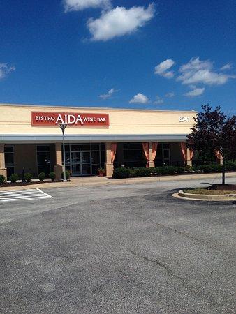 Aida Bistro & Wine Bar : Plenty of parking, easy to find Aida Bistro and Wine Bar