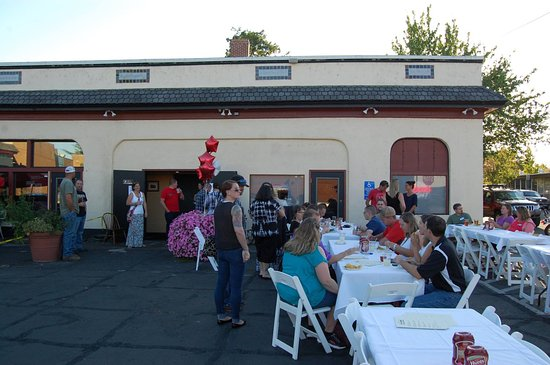 Albany, Oregón: Outside event dining