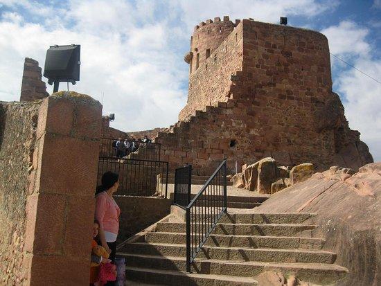 Vilafames, Spanien: Subida al Castillo de Vilafamés, provincia de Castellón..