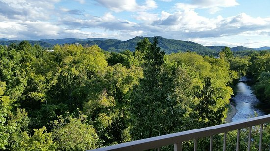 Music Road Resort Hotel: View from 6th floor room at the Music Road Hotel in Pigeon Forge, TN in August 2016