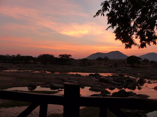 Ruaha River Lodge: Sunrise from our banya