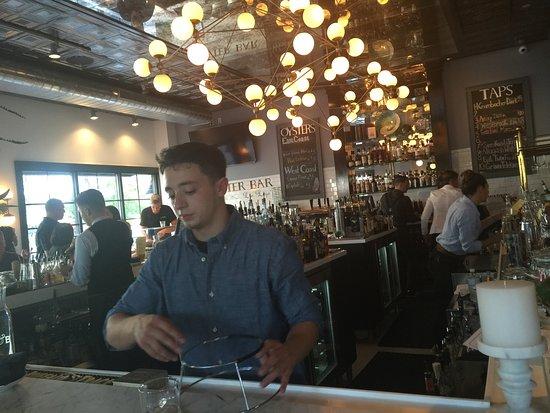 Bay Shore, NY: A fun and lively bar!