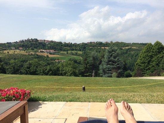Borgomale, Włochy: view vanaf het zwembad!