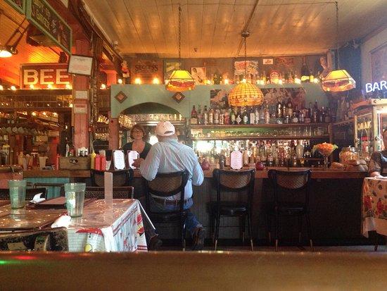 Omak, วอชิงตัน: Bar area