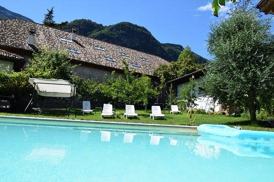 Ruhige Lage am Dorfrand - schöner Garten mit Pool - Pension Zeder ...
