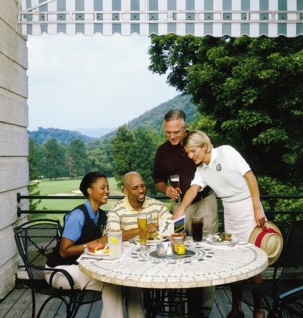 Hot Springs, VA: Rubino's is the perfect place to gather with friends after a round on the Cascades Course.